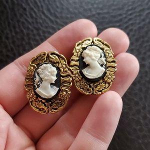 VTG cameo clip on earrings